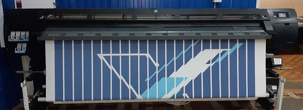 Процесс печати на ткани рисунка для вертикальных фотожалюзи