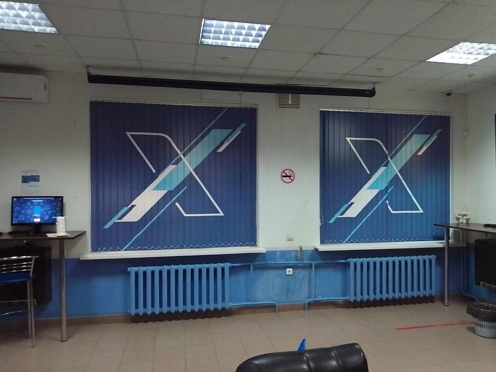 Установленные вертикальные фотожалюзи в помещении у заказчика